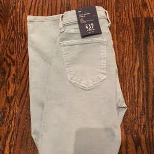 Brand New with Tags! Woman's Gap Skinny Jeans